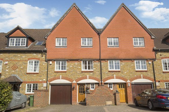 Similar Properties Virginia Place, CobhamGrosvenor Billinghurst