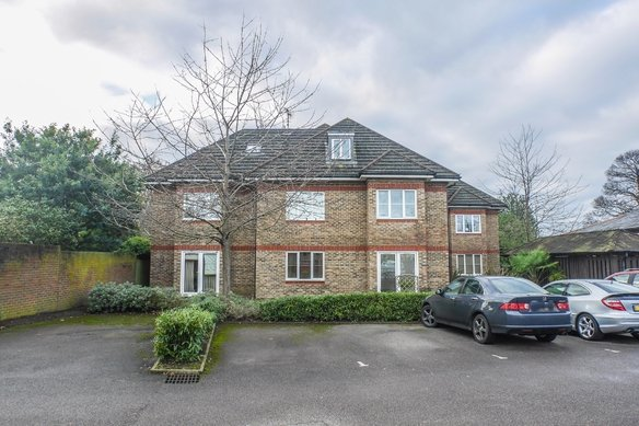 Similar Properties Woodgate Close, Grosvenor Billinghurst